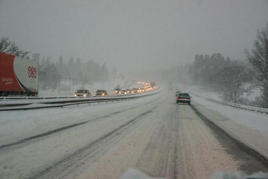 Att hålla rejält avstånd till framförvarande minskar risken för olyckor