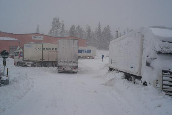 Fler fastkörda lastbilar