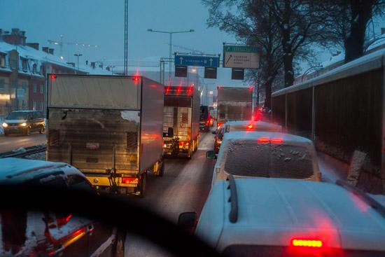 Bilköer före Globen i norrgående riktning på Nynäshamnsvägen
