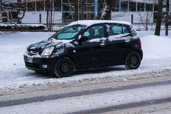 Svårt att fickparkera utanför Kommunhuset på Kungsgatan i Enköping