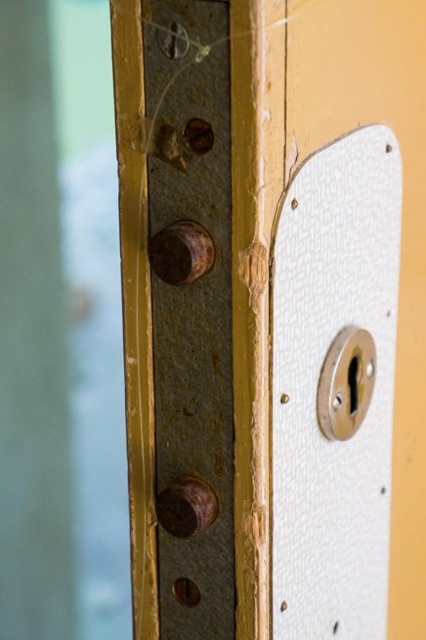 Samtliga patientdörrar låses utifrån.