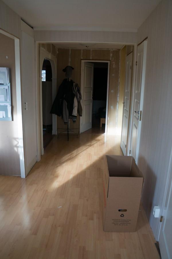 Samma golv i både kök och hall