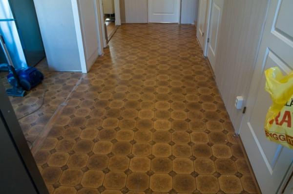 Det blir nytt golv även i hallen