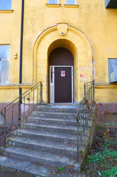 En ny dörr på ena sidan tyder på ny verksamhet