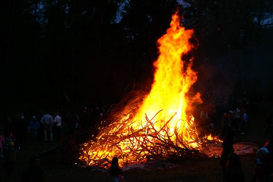 Brännas på bål