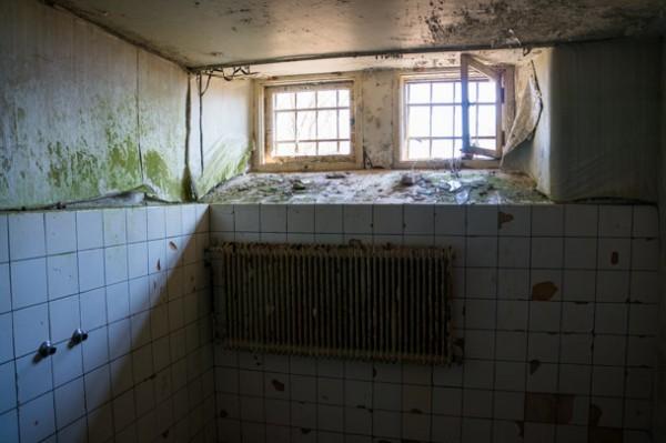 Halvkaklade väggar i omklädningsrummet