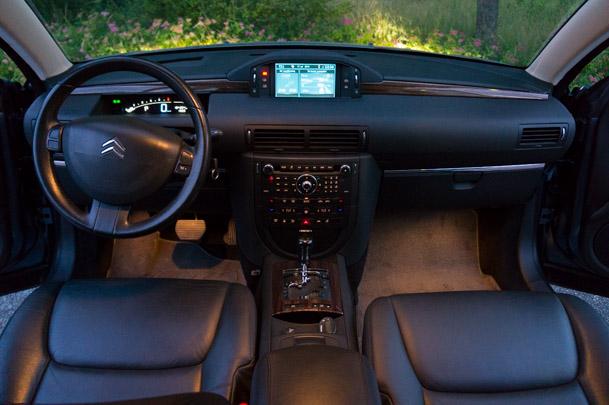 Från insidan av en Citroën C6