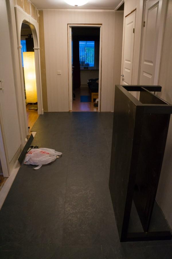 Det nya golvet på plats i hallen